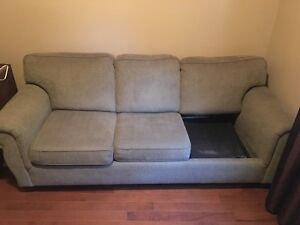 Pull Out Couch (Missing One Cushion)