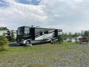2016 Class A Newmar Canyon Star Motorhome. Low mileage. Neg.