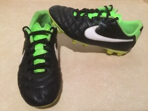 Youth Nike Tiempo Outdoor Soccer Cleats Size 5Y London Ontario image 2
