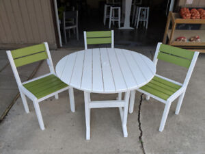 New! Bright outdoor 5 pc dining set!