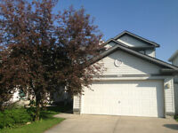 3 Bedroom Panorama Hill Walkout Front Dbl Garage 2200 Sq.Ft Home
