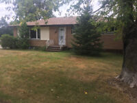 5 bedroom home in Grandview Area with in-law suite