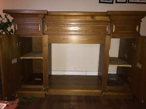 Solid oak TV stand with fireplace cut out.  Kawartha Lakes Peterborough Area image 2