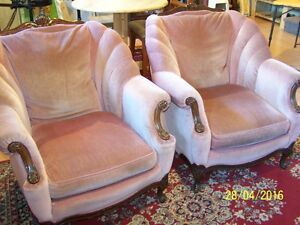 Deux Chaises de salon/Two Living room chairs