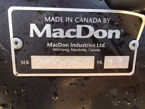 M205 MacDon Westward swather with only 755 hours Moose Jaw Regina Area image 10