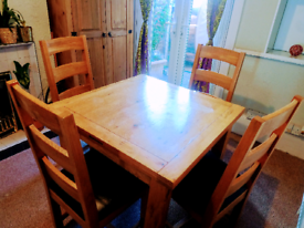 Solid extendable oak table with chairs
