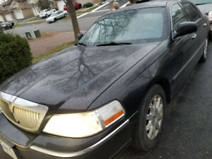 2010 Lincoln Town Car Sedan with propane ( Reduced )