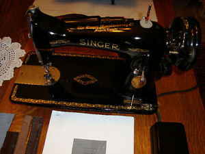 VINTAGE SINGER HEAVY DUTY MODEL 15-90 SEWING MACHINE