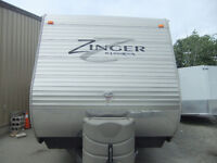 Looking for a 'new to you' trailer?How about a 2014 Zinger 39BH!