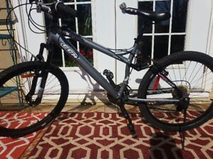 "PERFECT GRADINGDAY GIFT CCM VANDAL YOUTH 24"" MOUNTAIN BIKE"