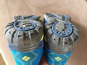 Columbia boys or girls youth running sport shoes Youth size 6 Kitchener / Waterloo Kitchener Area image 2