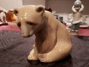 Vintage LLardro brown polar bear