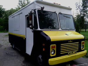 FOOD TRUCK MOBILE CONCESSION VEHICLE FOR SALE!!