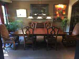 Villa Cortina Collection Dinigroom Set with Chairs and Credenza