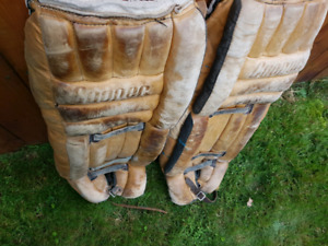 HOCKEY COOPER GOALIE PADS SIZE 32 INCHES