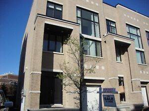LUXURY TOWNHOUSE -3000 SQ-FT-POWER OF SALE-PRIVATE ELEVATOR