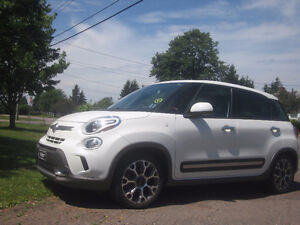 2014 Fiat 500L  White includes 4 winter tires on rims