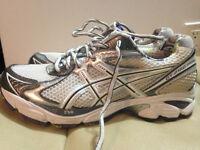 chaussure,,ASICS,,grandeur 8US