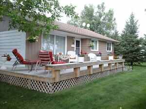 WINNIPEG BEACH 3 BDRM 4 Season Vacation Rental
