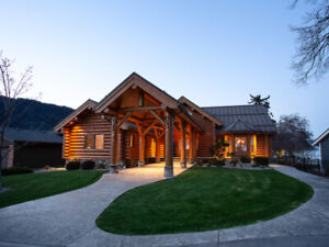 Luxurious lakefront log home on Little Shuswap Lake w/ detached