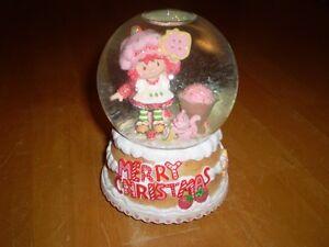 STRAWBERRY SHORTCAKE CHRISTMAS MUSICAL WATER GLOBE