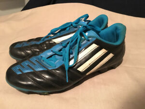 ADIDAS SOCCER CLEATS - SIZE 6
