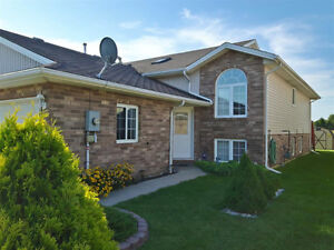 JUST LISTED - 3 BDRM END UNIT TOWNHOME IN LEAMINGTON!