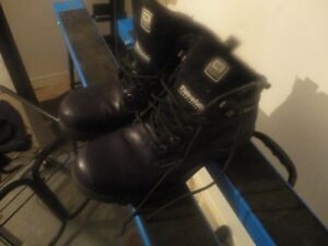 A Vendre Chaussures de sécurité usages.