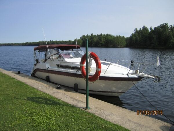 Used 1990 Carver Yachts 2560 montego mid cabin