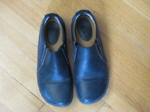 Women's Black Leather Shoes - Size 8