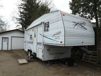 24 FT FLEETWOOD PROWLER 5TH WHEEL
