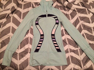 LULULEMON SWEATER EXCELLENT CONDITION