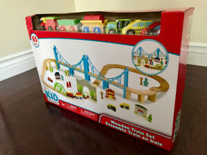 BRAND NEW WOODEN TRAIN SET