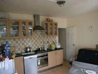 4 bedroom flat in Tildesley Road, London, SW1