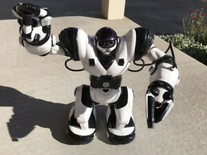 Large Remote Control Robot with Remote and Manual