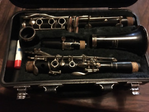 Yamaha clarinet With Black case.Comes with cleaning supplies an