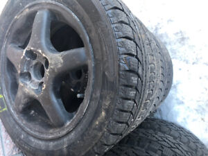 4 mags and Winter tires Pneus d'hivers 14 pouces 175/65/14