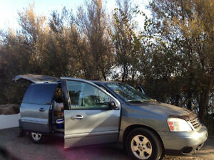 2004 Ford Freestar Minivan, perfect for travellers!