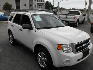 2009 FORD ESCAPE  CHROME WHEELS  LEATHER  SUNROOF  AUTO  COME SE