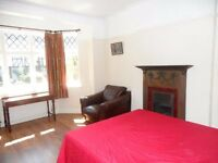 FOUR BEDROOM HOUSE TO RENT IN ACTON/EALING STUDENTS/SHARERS ACCEPTED - AVAILABLE NOW