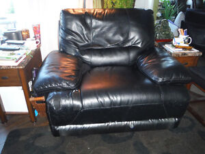CHAIR AND A HALF- FAUX LEATHER