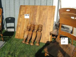 Table antique et chaises diverses à vendre