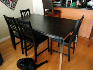 Dining table for sale!