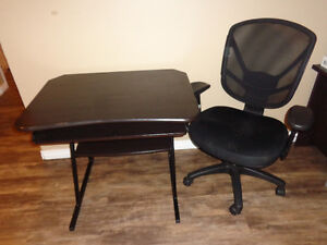 Beautiful Set of Student Desk with a very confortble Chair; they London Ontario image 1