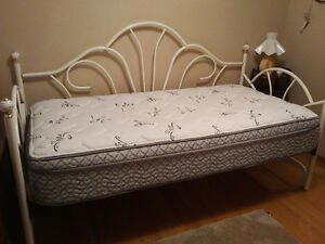 Daybed with new mattress