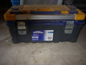 MAXIMUM Heavy-duty Plastic Toolbox 22""