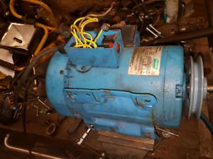 Recherche moteur 2hp 220vac reversible 1725 et 3450rpm