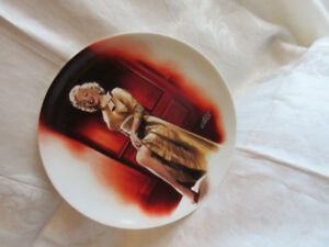 collectible Marlyn Monroe plates.prc for 2 plates 1992