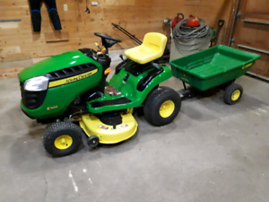 John Deere E100 with 7P pull cart