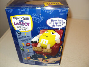 LA-Z-BOY Yellow M&M Candy Dispenser ~ LIKE NEW IN BOX! Windsor Region Ontario image 3